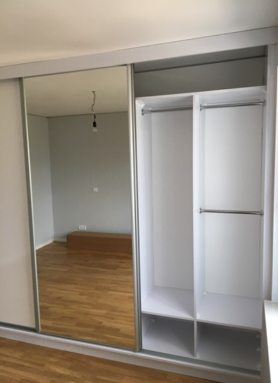 wnętrze szafy wnękowej wykonywanej w Niemczech